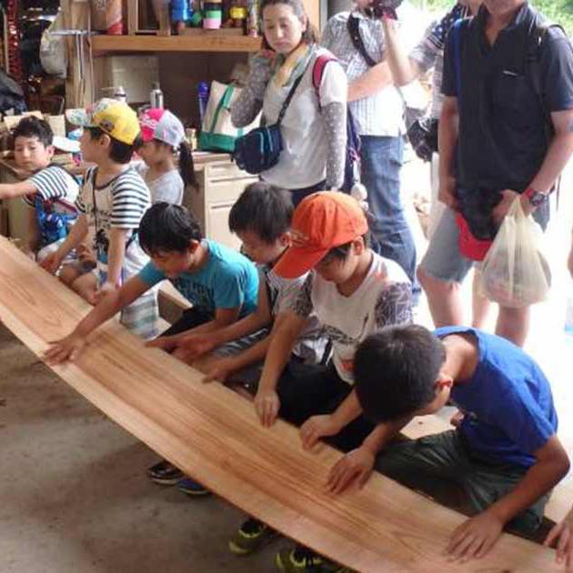 小田原や近隣の山で伐った間伐材を利用した木工芸体験教室